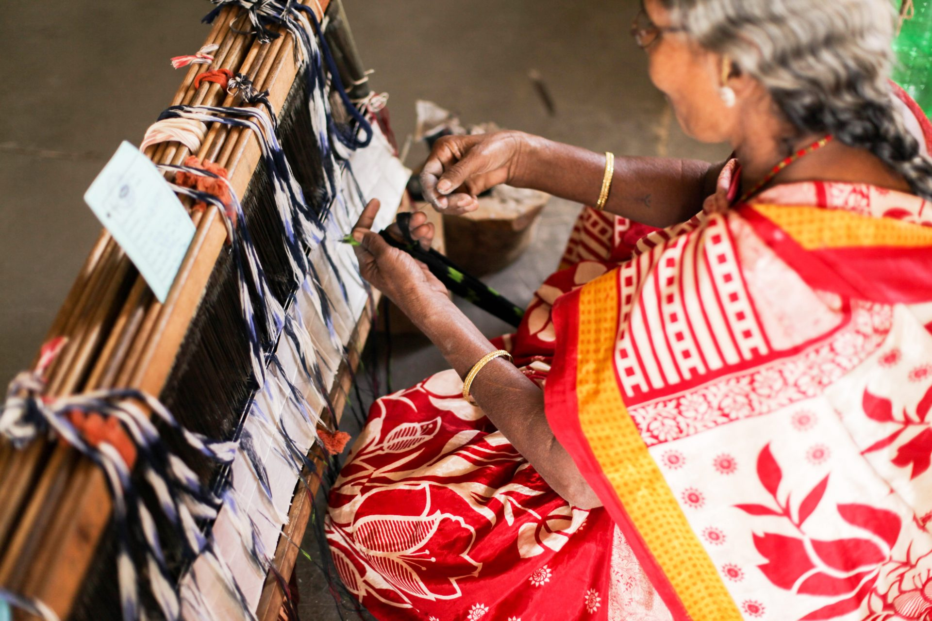 Ikat-Weaving-Woman-In-Pochampally
